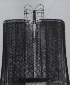 e2da7f4479cb В 1995 году Ирина Ластовкина дебютировала как художница, работающая в поле  современного искусства. На выставке «Рот Медузы» она показала созданное из  ...