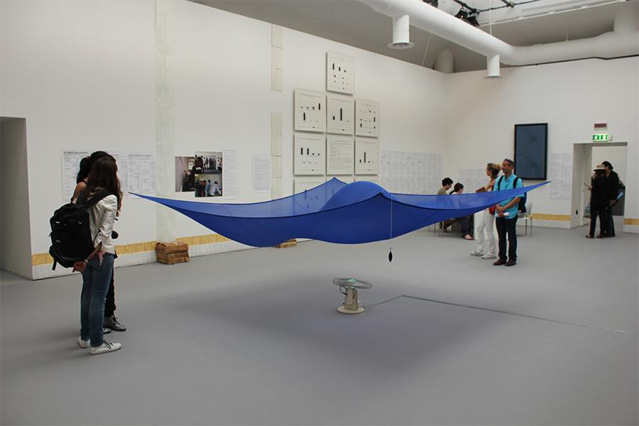 Ханс Хааке, Синє вітрило, 1965. Усі майбуття світу, Джардіні.