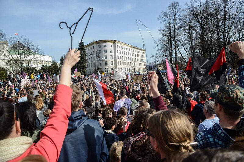 epa05242142 Protesters gather during a protest against plans of introduction of new abortion ban law in front of the Sejm (lower house of Parliament), in Warsaw, Poland, 03 April 2016. Polish Parliament will vote on a new law that would impose a total ban on abortion. EPA/JAKUB KAMINSKI POLAND OUT